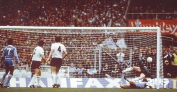 spurs fa cup final 1980 to 81 hutchinson goal