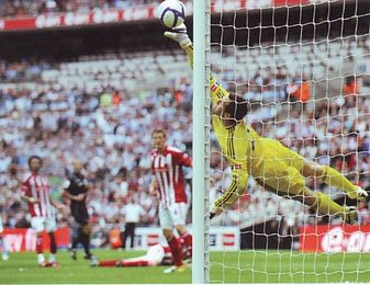 stoke fa cup final 2010 to 11 action4