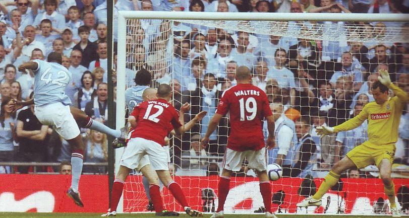 stoke fa cup final 2010 to 11 yaya goal