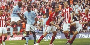 stoke fa cup final 2010 to 11 yaya goal2