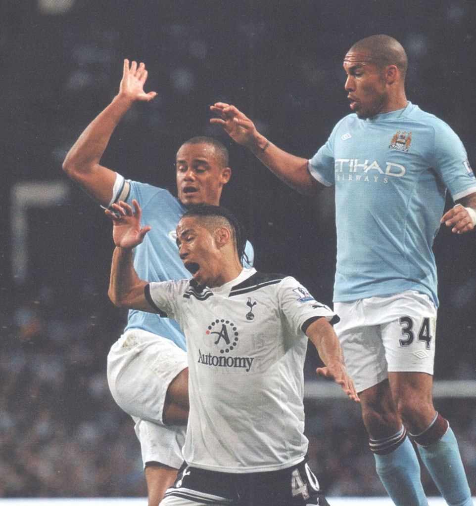 tottenham home 2010 to 11 action 6