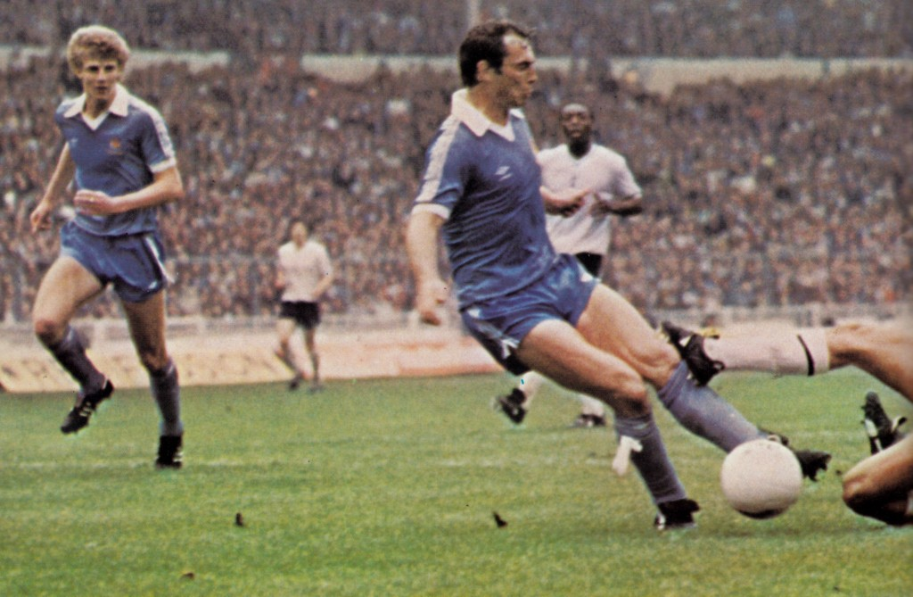 tottenhan 1981 cup final action7