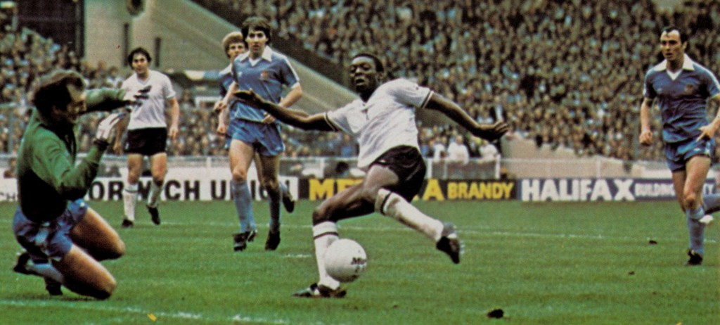 tottenhan 1981 cup final action9