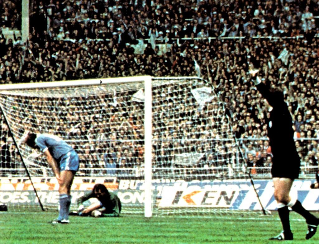 tottenhan 1981 cup final hutchinson own goal 4