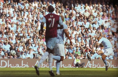 west ham home 2010 to 11 dejong goal 2
