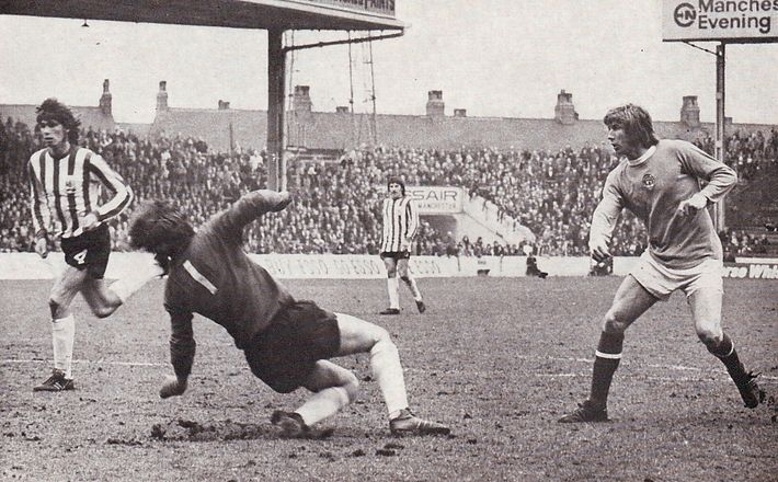 Sheff U home 1972 to 73 bell citys 2nd goal