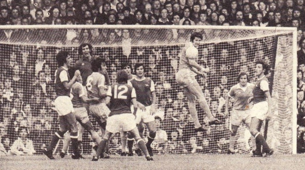 arsenal away 1976 to 77 action