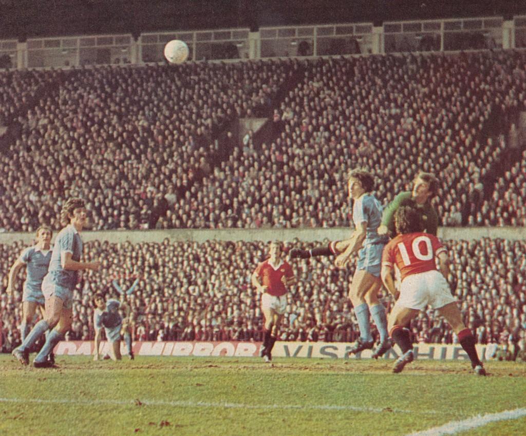 man utd away 1976 to 77 action6