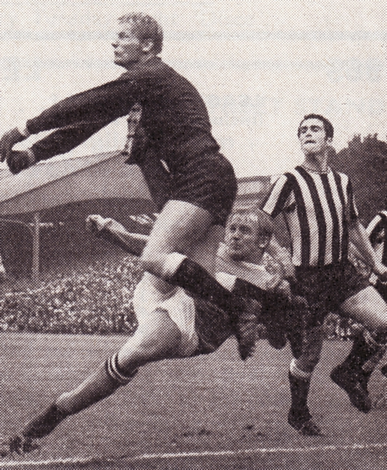 newcastle away 1969-70 action4