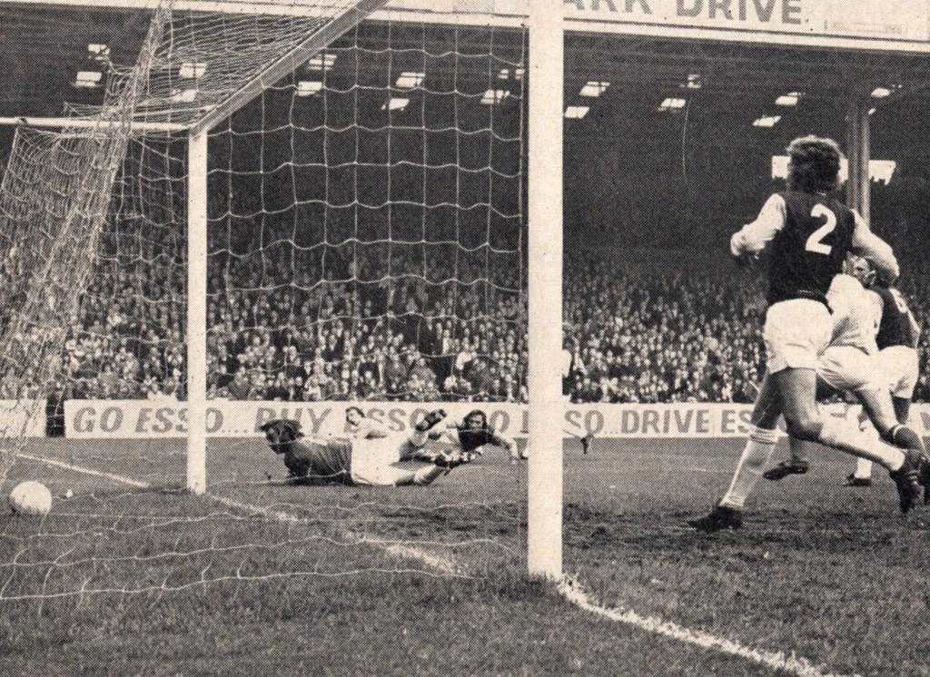 west ham home 1972 to 73 summerbee goal