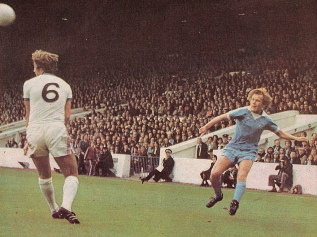 west ham home 1976 to 77 action10