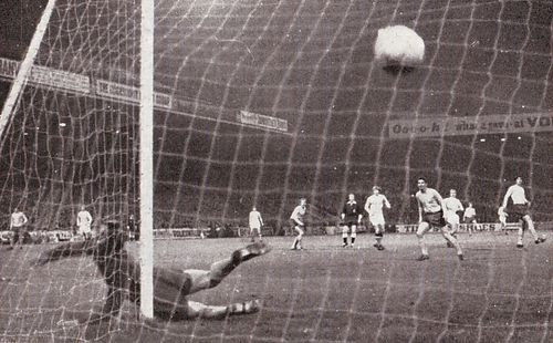 Everton Home League Cup 1969-70 bell goal