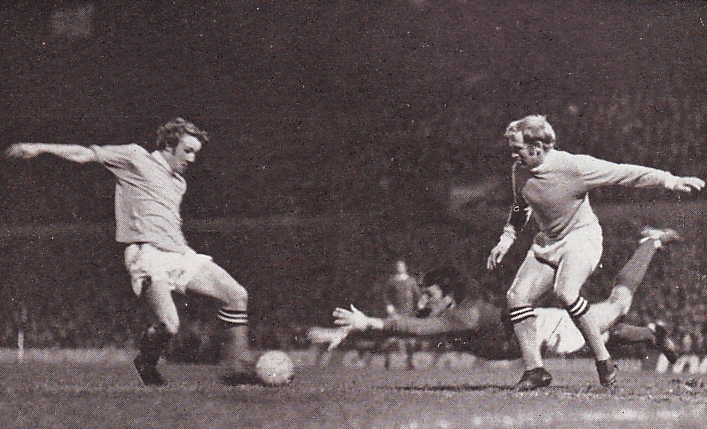 Man Utd Away League Cup Semi 1969-70 bowyer goal2