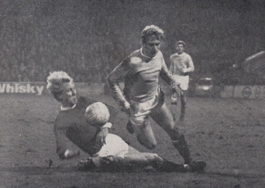 manchester united home league cup semi 1969 to 70 lee brought down for pen