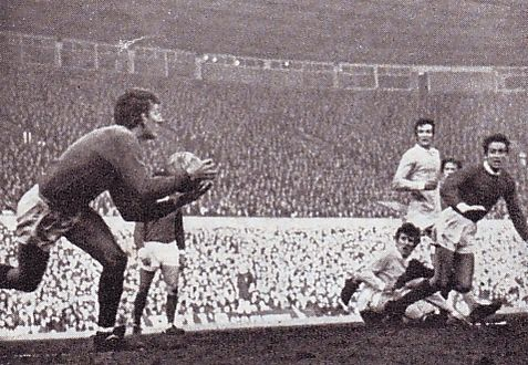 manchester united away 1968 to69 action3