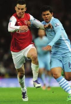 arsenal carling cup 2011 to 12 action