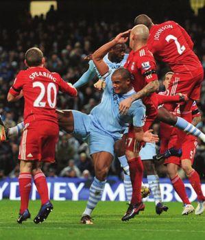 liverpool home 2011 to 12 yaya goal2