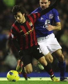 everton away 2011 to 12 action3