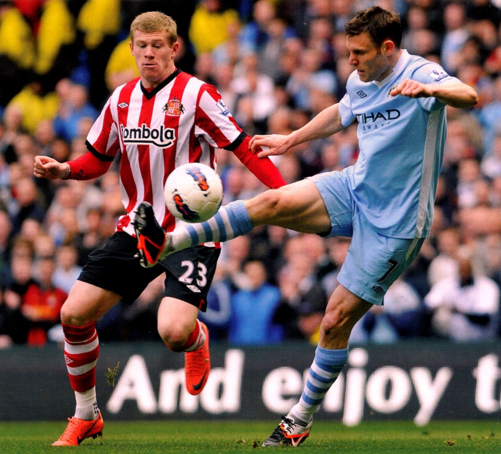 sunderland home 2011 to 12 action016