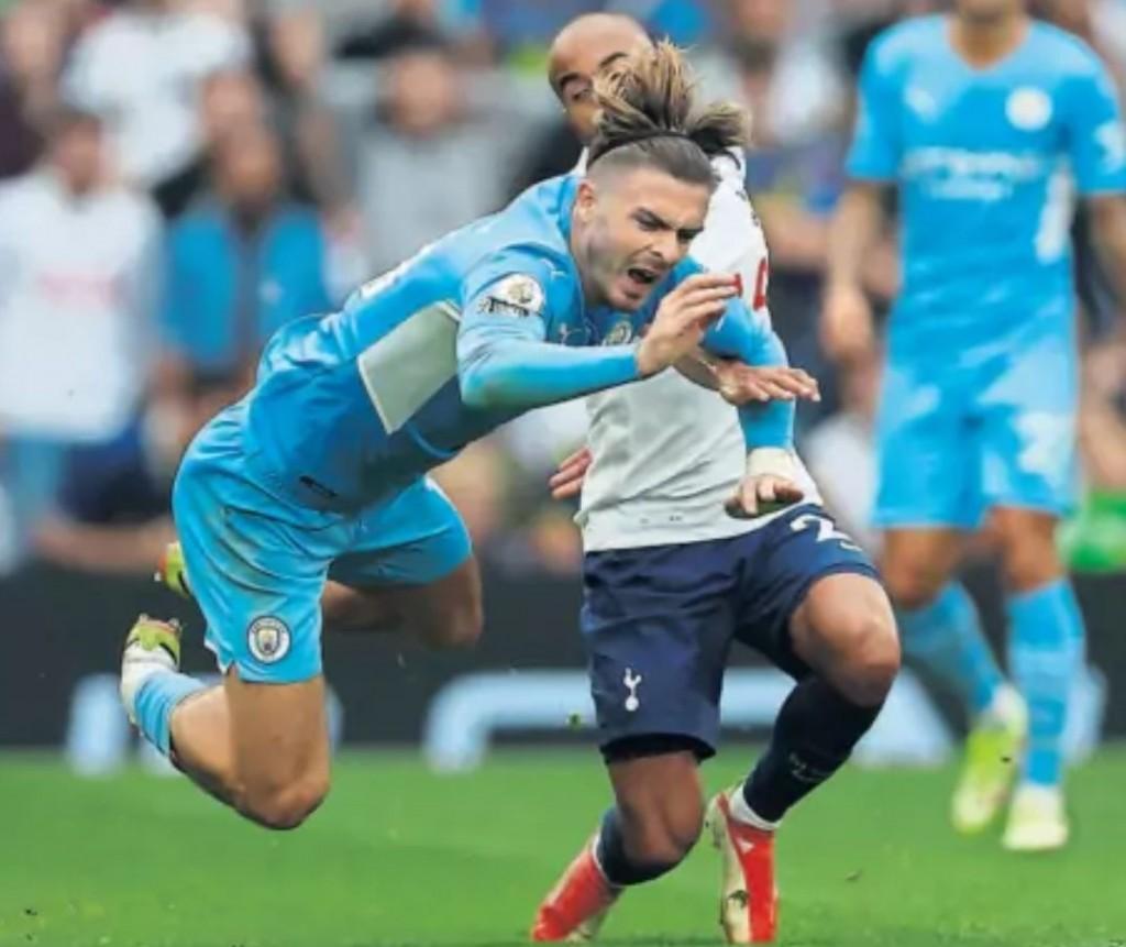 Tottenham away 2021 to 22 action