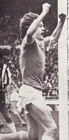 1975-76 league cup final barnes goal2