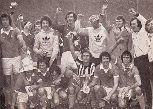 1975-76 league cup final celeb3A