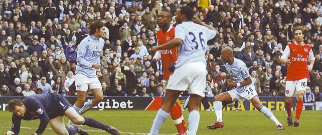 Arsenal home 2007 to 08 gelson goal celebA