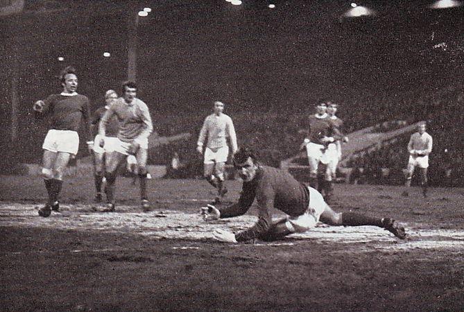 Man Utd home leagur cup semi bell goal