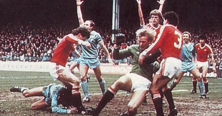 Man utd home 1982 to 83 reeves goal2
