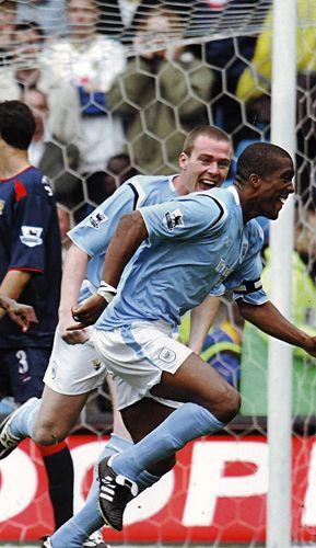 Pompey home 2004 to 05 distin goal2