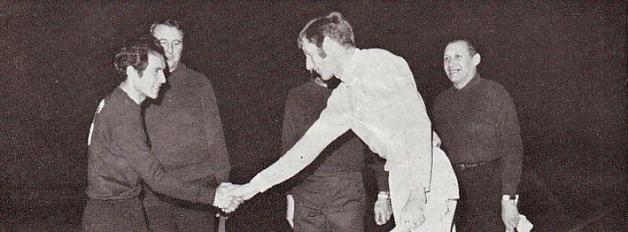 cademica de coimbra away 1969-70 handshake