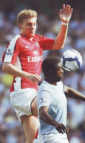 arsenal home 2009 to 10 action
