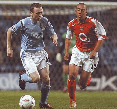 arsenal home carling cup 2004 to 05 action