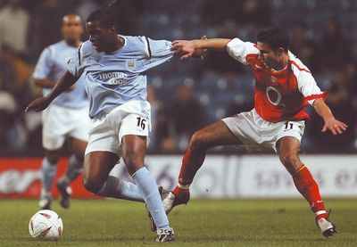 arsenal home carling cup 2004 to 05 action2