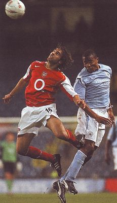 arsenal home carling cup 2004 to 05 action3