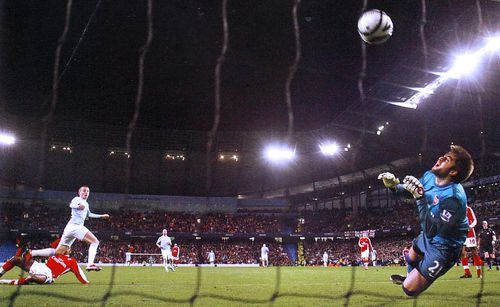 arsenal league cup 2009 to 10 weiss goal2