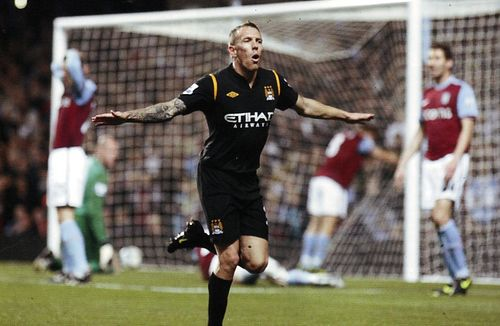 aston villa away 2009 to 10 bellamy goal2