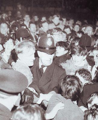 bert trautmann testimonial 1963 to 64 crowd