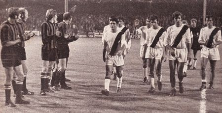 bologne 1970-71 players applaud
