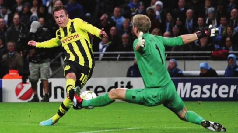 dortmund home 2012 to 13 action2