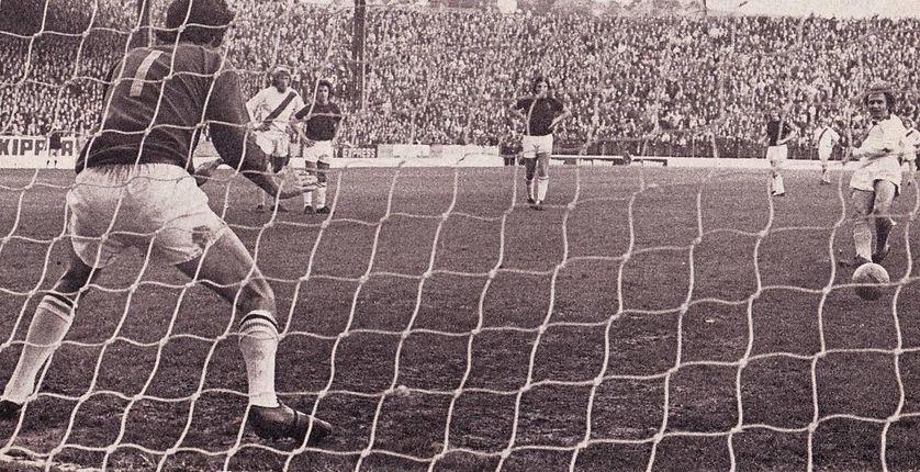 burnley away 1974 to 75 tueart goal pena