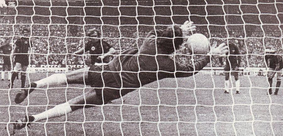 chelsea away 1971 to 72 lee pen goal