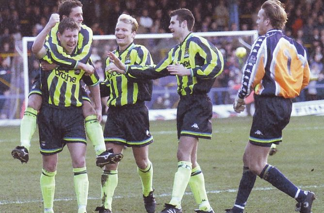 chesterfield away 1998 to 99 crooks goal