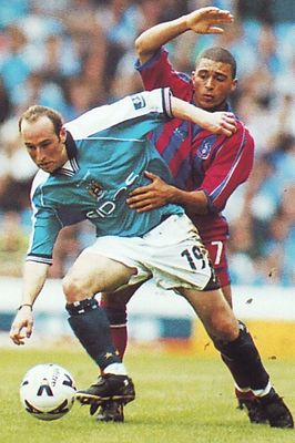 crystal palace home 1999 to 00 action2