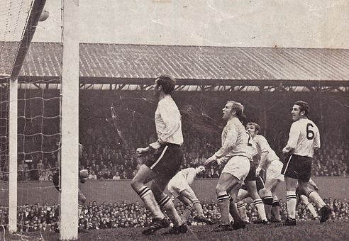 derby away 1969-70 action