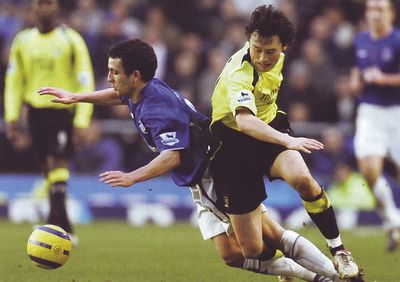 everton away 2005 to 06 action2
