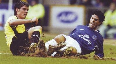 everton away 2005 to 06 action3