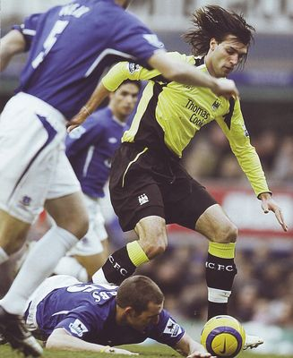 everton away 2005 to 06 action