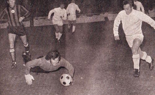 gornik away 1970-71 action