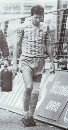 huddersfield home 1984 to 85 parlane bad ligament injury
